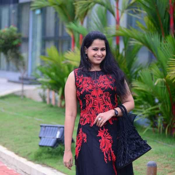 Sadhika Venugopal , Sadhika , Actress Sadhika , Actress , Cinema , സിനിമ , നടി , സാധിക , സാധിക വേണുഗോപാല്