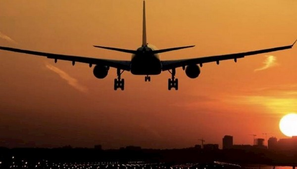 midair crash of planes , midair crash , planes , mumbai മുംബൈ , എയർ ഇന്ത്യ , ഡിജിസിഎ , വിമാനം , ആകശദുരന്തം ,
