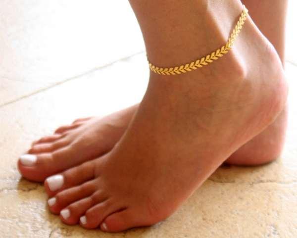 Astrology , gold , gold bracelet leg , bracelet , leg , വെള്ളി , സ്വര്ണം , പെണ്കുട്ടി , ലക്ഷ്മി ദേവി , സ്വര്ണ്ണ പാദസരം