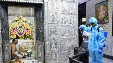 महाराष्ट्रात कडक बंदी दरम्यान 8 महिन्यांनंतर मंदिरे उघडली