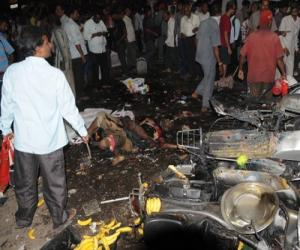हैदराबाद बॉम्बस्फोटांनी हादरले