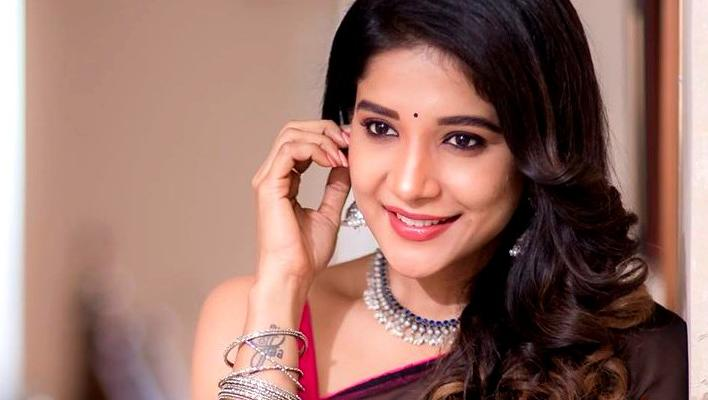 நடிகை சாக்ஷி அகர்வால்