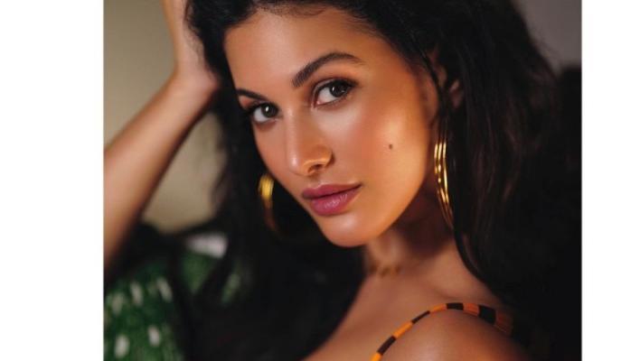 நடிகை அமைரா தஸ்தூர்!