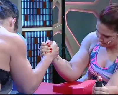arm-wrestle contest