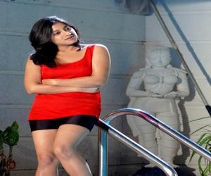 కీర్తీ చావ్లా హాట్ ఫోటోగ్యాలరీ